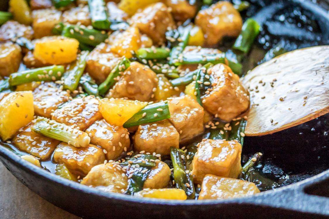 Tofu saltato con verdure e arance