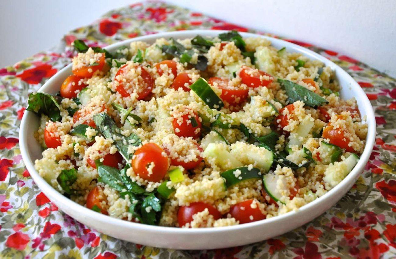 Insalata di couscous con pomodori e cetrioli