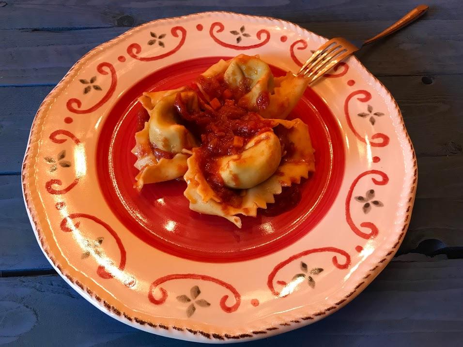 Cappellacci di ricotta e spinaci con pomodoro fresco e basilico
