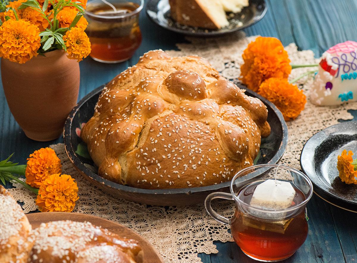 Pan de muerto con ajonjolí